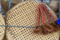 Scrub вид щетки деревянный на стене на рынке Стоковое Фото