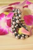 Scrunchie con i fiori Immagine Stock