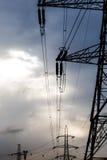 Scrutinio ad alta tensione elettrico alla luce di tramonto Fotografia Stock Libera da Diritti