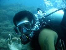 Scuba diver give ok sign Royalty Free Stock Photos