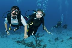 Scuba divers on coral reef Royalty Free Stock Photos