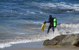 SCUBA divers at Moss Street Cove, Laguna Beach, California stock photography
