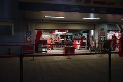Scuderia Ferrari F1 lagbil i askar arkivfoton
