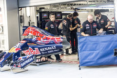 Scuderia Toro Rosso. Mechanics. Preparation of the car Daniil Kv. Sochi, Russia -9 November 2014 : Formula One, Russian Grand Prix, Sochi autodrom , 16 stage Royalty Free Stock Photos