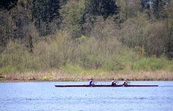 Sculling en el lago Burnaby Foto de archivo