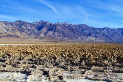 Sculpted sediments i handfatet av Death Valley Royaltyfri Foto
