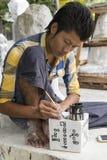Sculpteur dans Myanmar images libres de droits