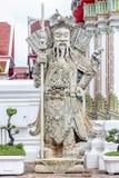 Sculptez les poupées de porcelaine au pho de wat, Bangkok Thaïlande image stock