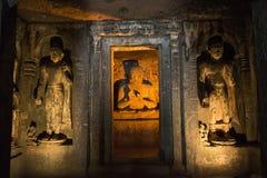 Sculptur av Buddha, Ajanta tempel, Indien Arkivfoto