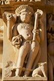 Sculpture érotique au temple de Vishvanatha aux temples occidentaux de Khajuraho dans Madhya Pradesh, Inde photographie stock libre de droits
