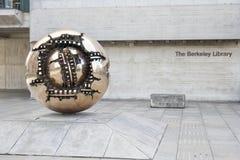 Sculpture abstraite en monde Images stock
