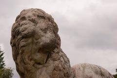 Sculpture antique en lion images libres de droits