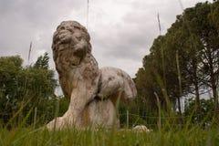Sculpture antique en lion photos libres de droits
