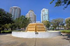 Sculpture bicentenaire en eau à St Petersburg du centre image stock