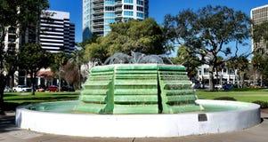 Sculpture bicentenaire en eau images stock