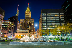 Sculpture and buildings in downtown at night, in Baltimore, Mary Stock Image