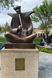 Sculpture d'un homme jouant le ney à Isphahan, Iran images libres de droits