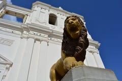 Sculpture d'un lion à la cathédrale de Léon, un centre d'héritage de l'UNESCO au Nicaragua photo stock