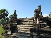 Sculpture d'un lion sur la terrasse des éléphants, Angkor Thom, Cambodge Images stock