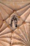 Sculpture d'un saint dans le plafond Images libres de droits