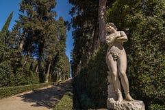 Sculpture d'une femme nue dans l'allée de Cypress, Florence Image stock
