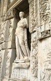 Sculpture dans la bibliothèque de Celsus dans Ephesus Photographie stock