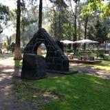 Sculpture dans la forêt Images stock