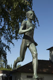 Sculpture de Gavle-Loparen de stade extérieur debout d'Olof Ahlberg Strömvallen dans la ville de Gavel de la Suède Photos libres de droits