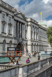 Sculpture de la chaise du directeur de Stanley Kubrick en dehors de Somerset House Photo stock