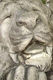 Sculpture de lion de sommeil Photographie stock libre de droits