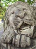 Sculpture de lion de sommeil Photographie stock