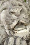 Sculpture de lion de sommeil Photo stock
