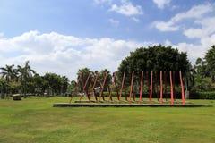 Sculpture de palette en parc près de bord de la mer Images libres de droits