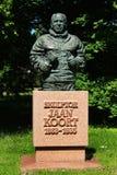 Sculpture de sculpteur estonien célèbre à Tallinn, Estonie photographie stock libre de droits