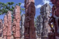 Sculpture des personnes antiques multiples sur des piliers, caisse enregistreuse électronique, Chennai, Tamilnadu, Inde, le 29 ja Photographie stock libre de droits