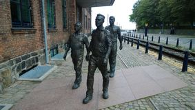 Sculpture des travailleurs se dépêchant au chantier naval dans la ville Elseneur images stock