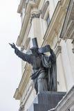 Sculpture du Christ soutenant son plan rapproché croisé Varsovie, Pologne Image libre de droits