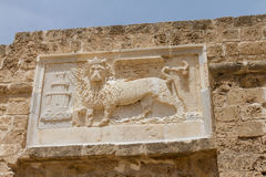 Sculpture du lion à ailes de St Mark dans Famagusta, Chypre Photos stock