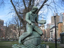 sculpture en 'Learning', terrain communal de Boston, Boston, le Massachusetts, Etats-Unis Image stock