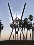 Sculpture en acier de la plage V de Venise photographie stock