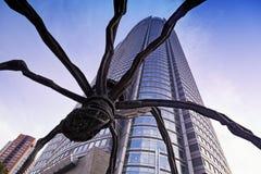 Sculpture en araignée dans Roppongi Hills le 1er juin 2016 à Tokyo, Japon Cette sculpture en araignée est point de repère du ` s  Images libres de droits