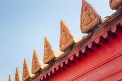 Sculpture en art de tuile de toit chez Wat Benchamabophit, Bangkok, Thaïlande photographie stock libre de droits