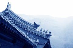 Sculpture en bête dans les gouttières dans un temple images stock