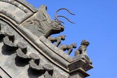 Sculpture en bête dans les gouttières dans un temple, Chine image libre de droits