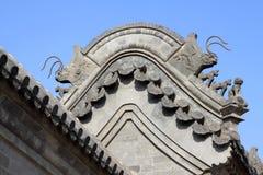 Sculpture en bête dans les gouttières dans un temple, Chine Photographie stock