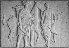 Sculpture en bas-relief avec la famille de winemaker de l'homme et de la femme avec le cheval Photographie stock libre de droits