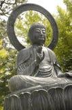 Sculpture en Bouddha visualisée de l'angle faible Images libres de droits