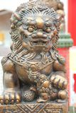 Sculpture en bronze en lion image libre de droits