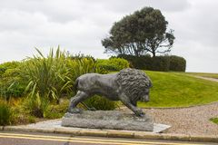 Sculpture en bronze en lion dans les raisons du Slieve Donard Hotelt photo libre de droits