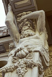 Sculpture en cariatide sur le vieux bâtiment de St Petersburg, Russie photos libres de droits